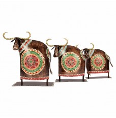 Set Of 3 Elegant Cows
